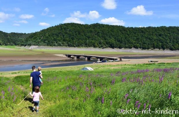 Aus den Fluten aufgetauchte Brücke von Asel